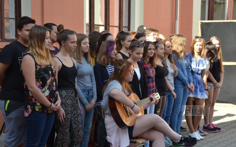 Somogyi Szilárd rendező, a Budapesti Operettszínház tagja, a gimnázium egykori diákja nyitotta meg az 5. Skabá Fesztivált.