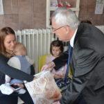 Önkormányzati 'Mikulás' látogatott a kórházba