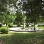 Megújul a park a kecses nő szobra körül