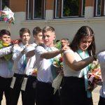 Elballagtak a református iskola végzős diákjai