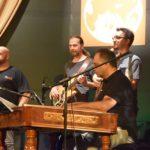 Zene Világ Zene nyitánya: közös éneklés, fergeteges koncert