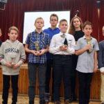 Évzárás az úszóknál: elismerésekkel és 100 tagú énekkarral