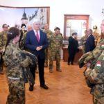 Műszaki katonák látogatása a múzeumban