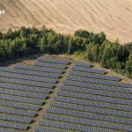 Hogyan csökkent drámai módon a napenergia költsége az elmúlt évtizedben, és miért?