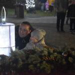 Meggyújtották az első gyertyát a városi adventi koszorún