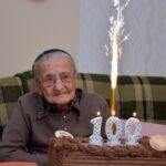 És eljött a 100. születésnap…