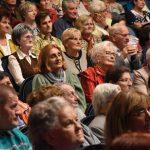 Vidám hangulatú Idősek Napja a szentesi színházban